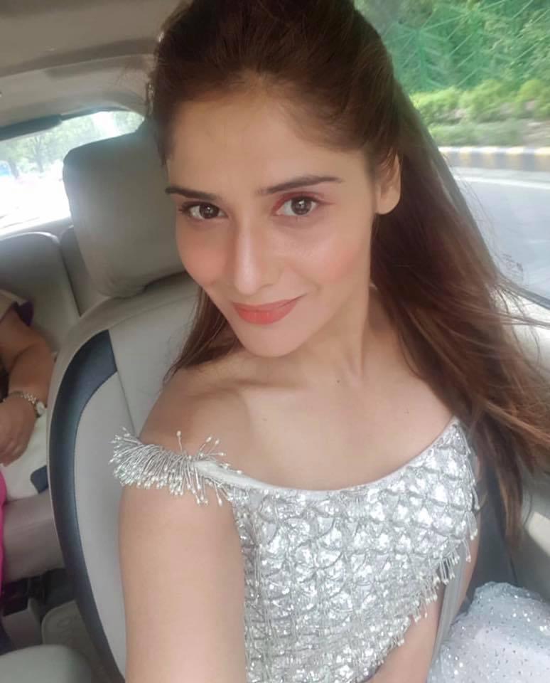 Aarti Singh in car selfie