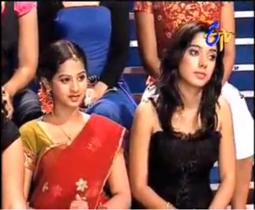 This image has an empty alt attribute; its file name is Swathi-Deekshith-in-the-show-Andamaina-Bhamalu-2009.jpg