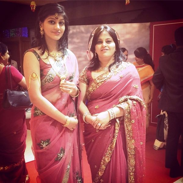 This image has an empty alt attribute; its file name is Yashika-Anand-With-Her-Mother.jpg