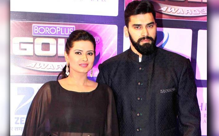 This image has an empty alt attribute; its file name is kratika-sengar-on-husband-nikitin-dheer-when-i-saw-him-in-chennai-express-i-was-like-whos-this-hot-guy-001.jpg